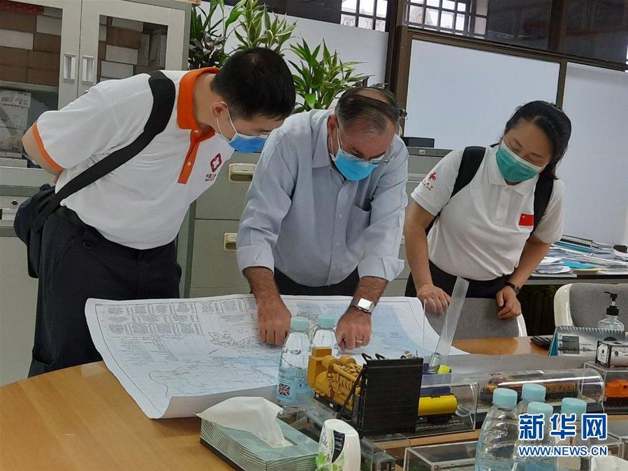 """(國際疫情·圖文互動)(5)""""工作忙碌又細致,經驗豐富又專業""""——一名柬埔寨青年眼中的中國援柬抗疫醫療專家組"""