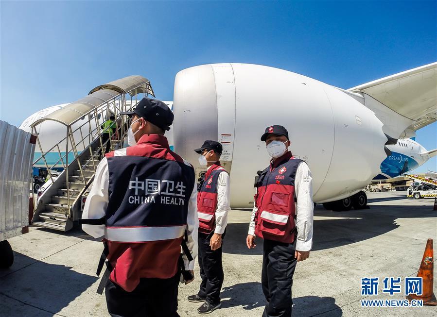 (國際疫情)(2)中國抗疫醫療專家組抵達菲律賓