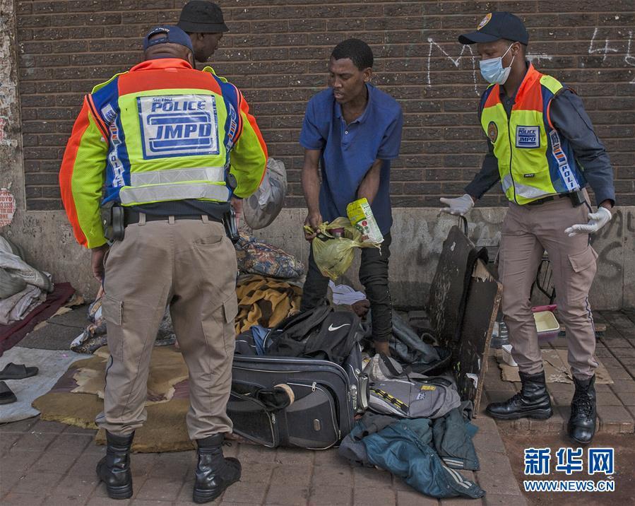 (國際疫情)(1) 南非軍警加大執法力度控制疫情蔓延