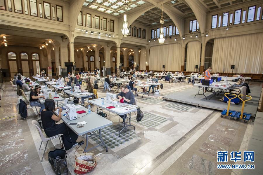 (国际疫情)(1)法国里尔:市政厅变身口罩生产车间