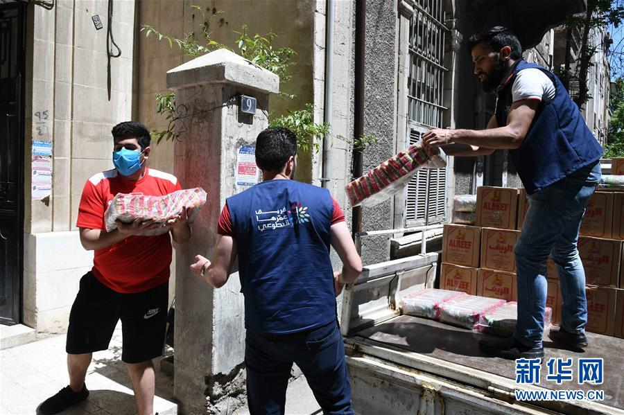 (國際疫情·圖文互動)(2)通訊:疫情中,那抹笑容最難忘——記向困難家庭發放愛心包裹的敘利亞青年志願者