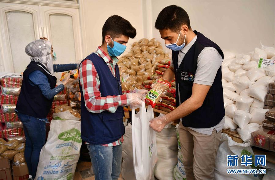 (國際疫情·圖文互動)(4)通訊:疫情中,那抹笑容最難忘——記向困難家庭發放愛心包裹的敘利亞青年志願者