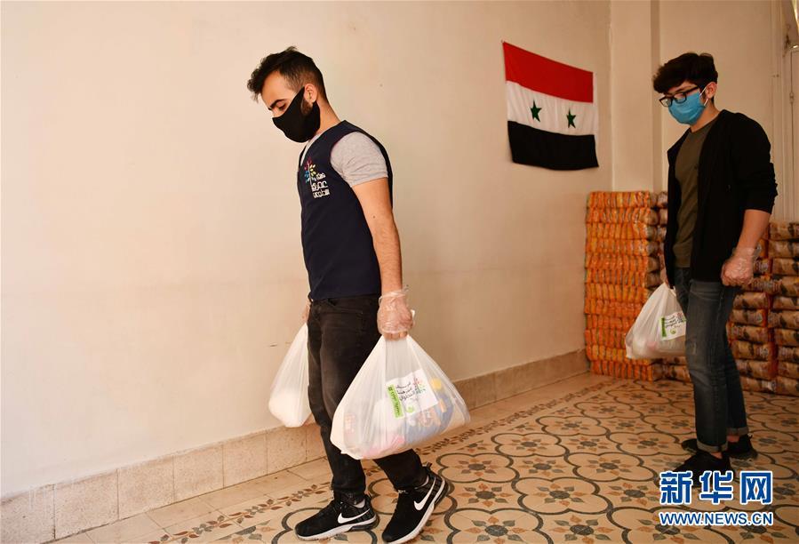 (國際疫情·圖文互動)(5)通訊:疫情中,那抹笑容最難忘——記向困難家庭發放愛心包裹的敘利亞青年志願者