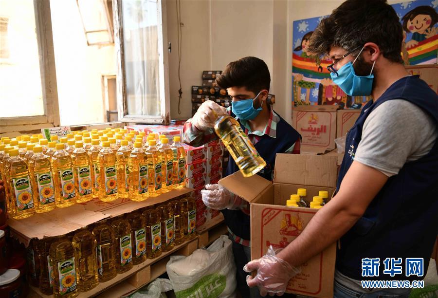 (國際疫情·圖文互動)(6)通訊:疫情中,那抹笑容最難忘——記向困難家庭發放愛心包裹的敘利亞青年志願者