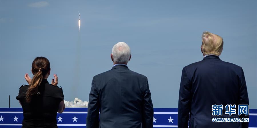 """(国际)(8)美国""""龙""""飞船首次载人试飞"""