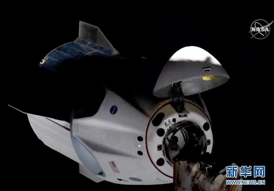 """(国际)(1)美国""""龙""""飞船与空间站对接"""