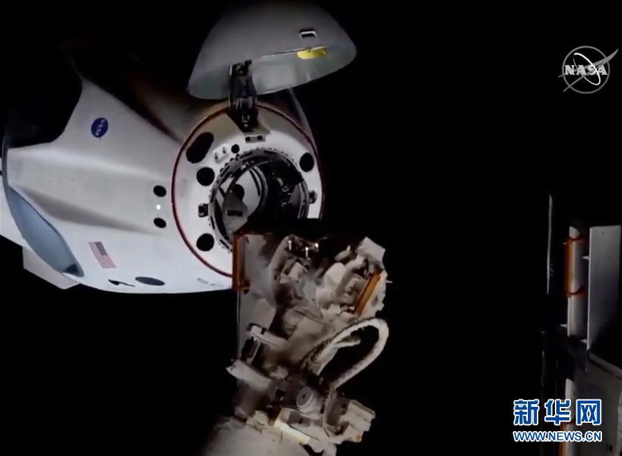 """(国际)(2)美国""""龙""""飞船与空间站对接"""