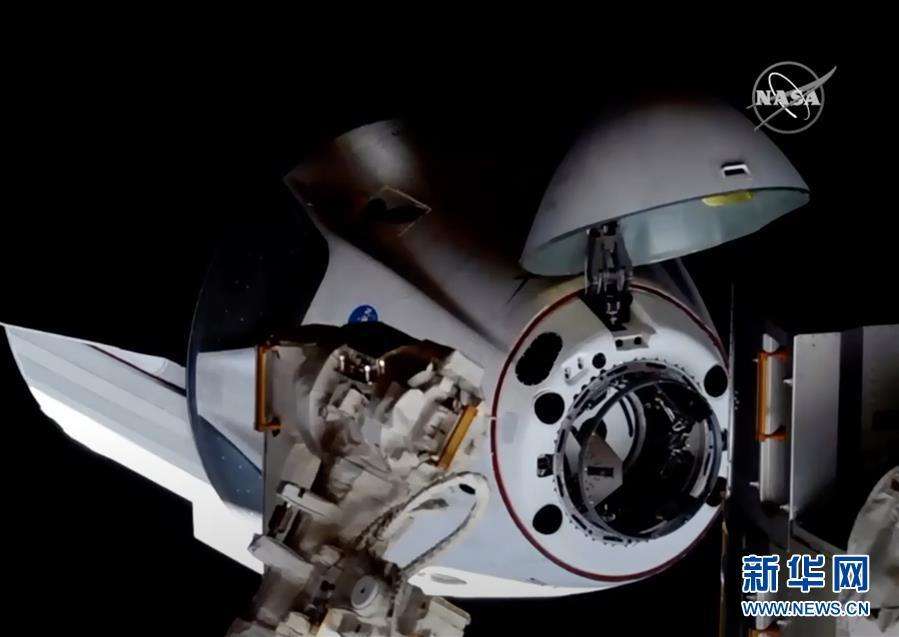 """(国际)(3)美国""""龙""""飞船与空间站对接"""