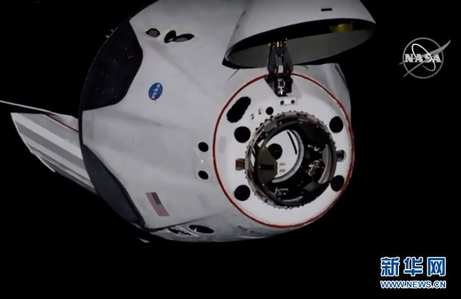 """(国际)(4)美国""""龙""""飞船与空间站对接"""