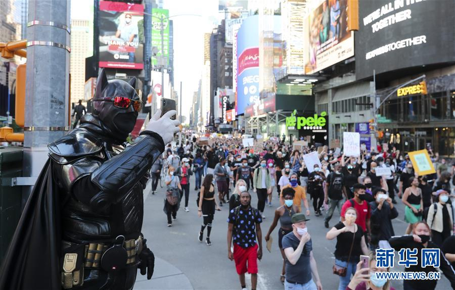 (国际)(3)纽约民众抗议警察暴力执法进入第四天