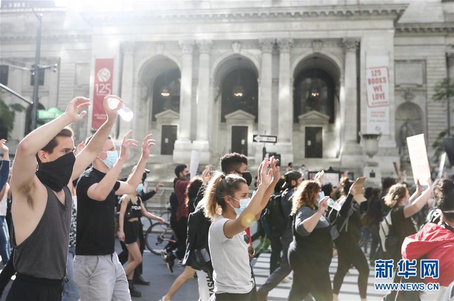 (国际)(2)纽约民众抗议警察暴力执法进入第四天