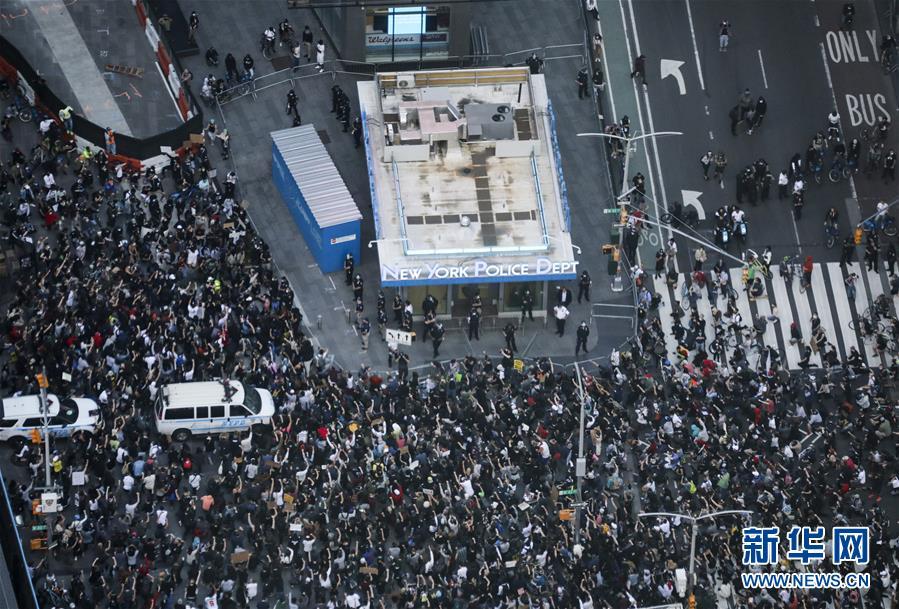 (国际)(1)纽约民众抗议警察暴力执法进入第四天
