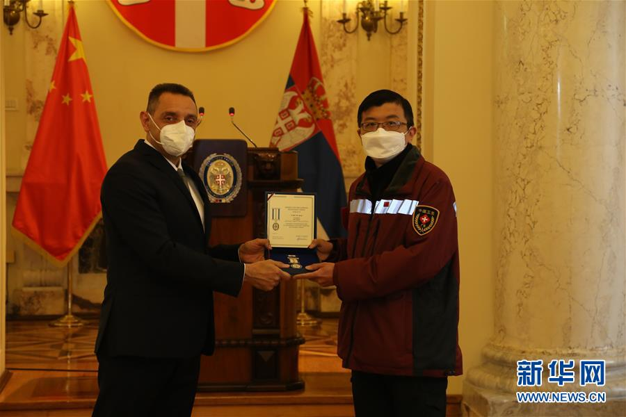 (国际疫情)(1)塞尔维亚向3名中国抗疫专家授勋