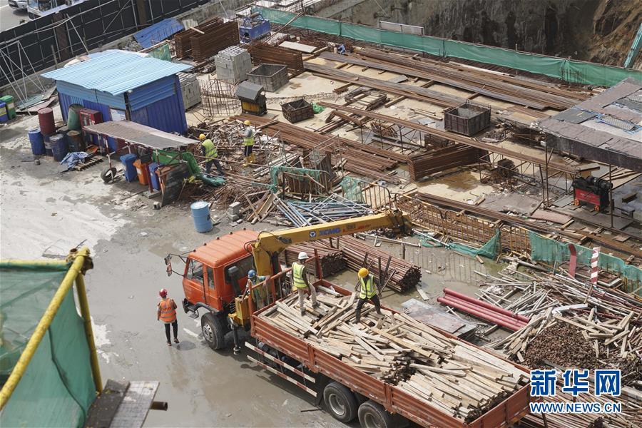 (国际·图文互动)(1)中国港湾科伦坡房建项目复工目击记