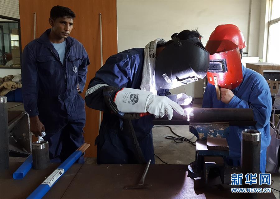 (海外抗疫故事·图文互动)(4)中国技术人员疫情中为斯里兰卡电站保驾护航