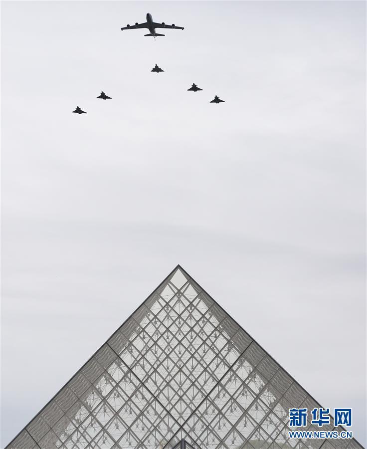 (国际)(4)法国国庆节阅兵式致敬抗疫公民