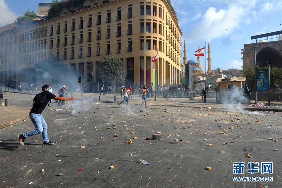 (���H)(4)黎巴嫩首都�l生大�模示威活��