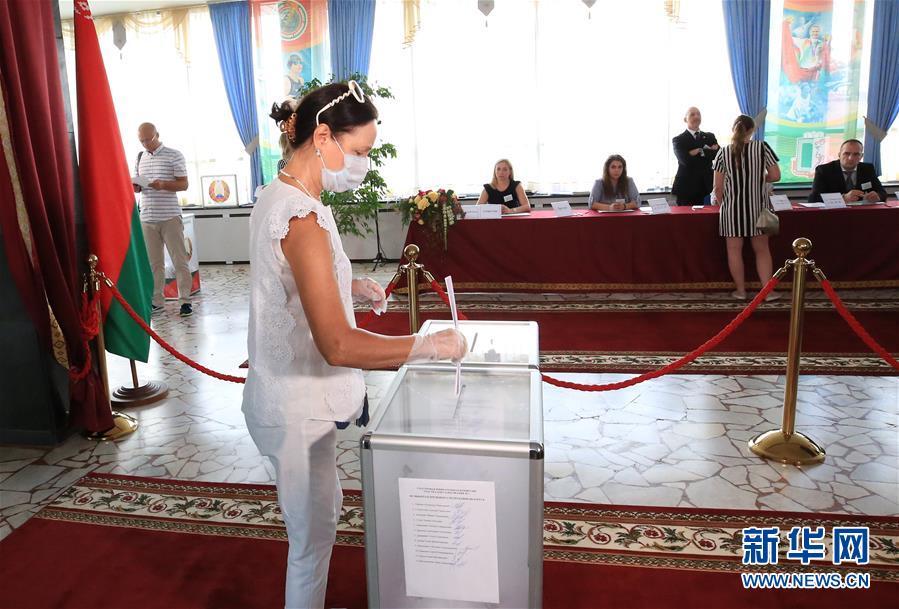 (國際)(6)白俄羅斯總統選舉投票正式開始