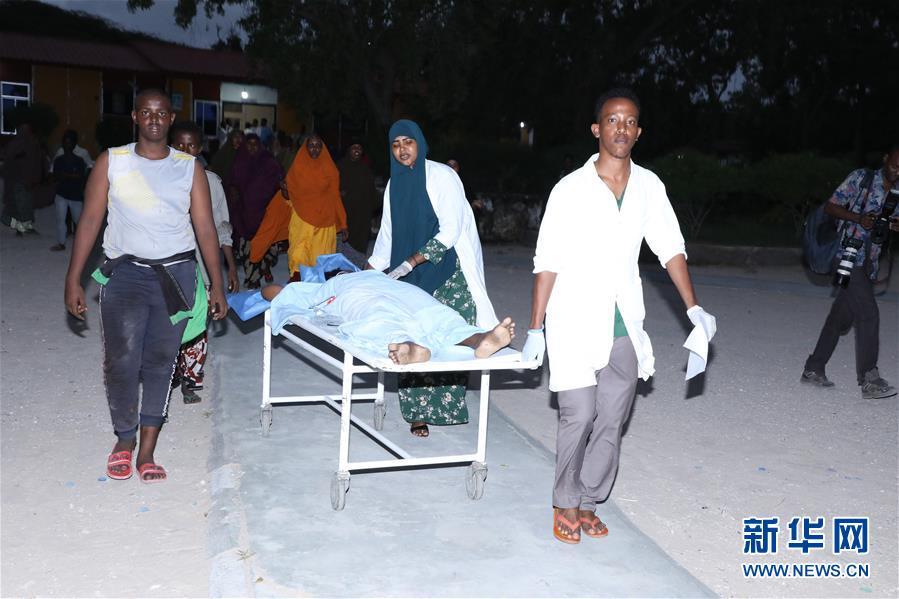 (国际)(2)索马里首都一酒店遭恐怖袭击至少8人死亡
