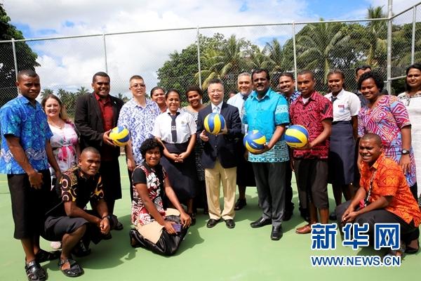 中国援建排球场造福斐济社区民众