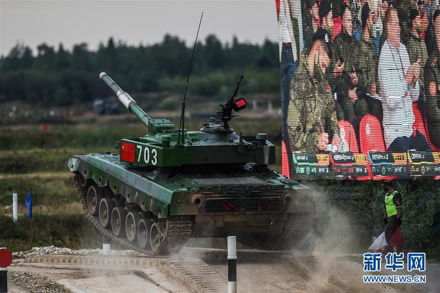 """(国际·图文互动)(3)""""国际军事比赛-2020""""""""坦克两项""""项目单车赛收官 中国队晋级半决赛"""