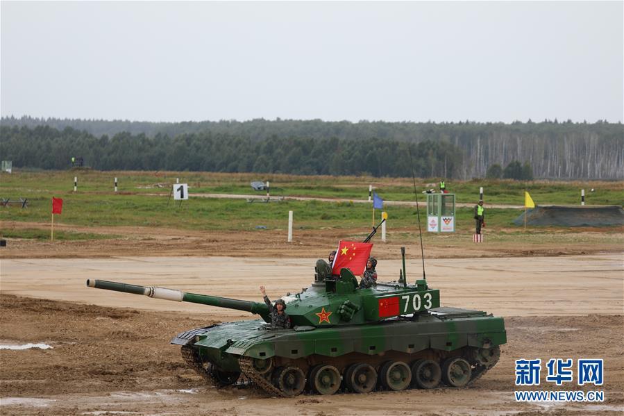 """(国际·图文互动)(5)""""国际军事比赛-2020""""""""坦克两项""""项目单车赛收官 中国队晋级半决赛"""