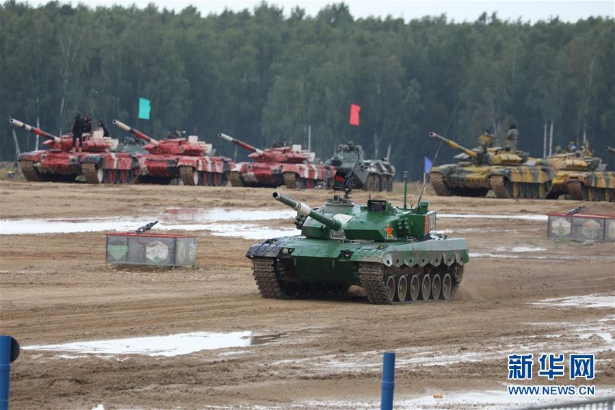 """(国际·图文互动)(6)""""国际军事比赛-2020""""""""坦克两项""""项目单车赛收官 中国队晋级半决赛"""