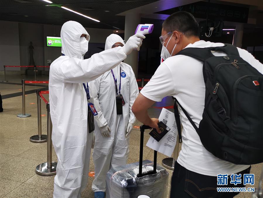 国际客运航班恢复直航后首班自金边飞抵北京