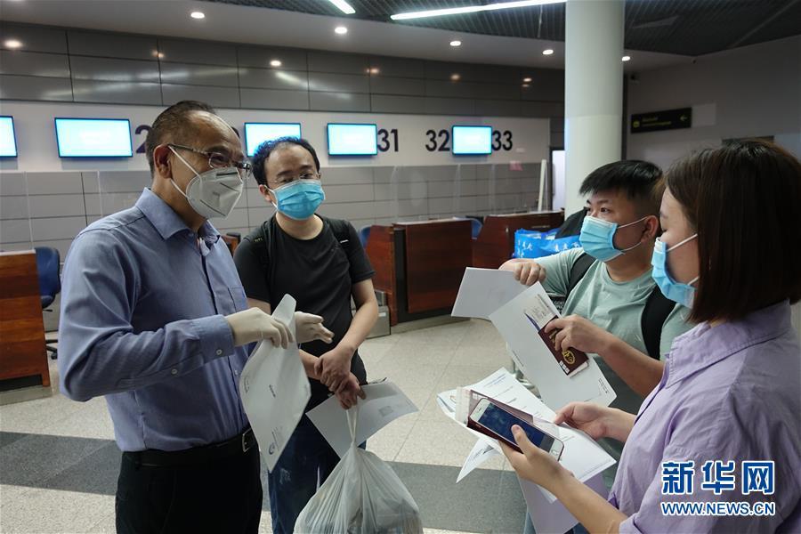 (国际)(2)国际客运航班恢复直航后首班自金边飞抵北京