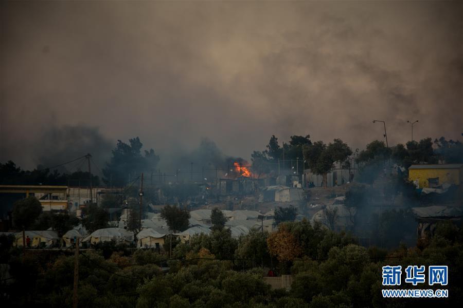 (國際)(1)希臘最大難民營發生火災 數千人逃離