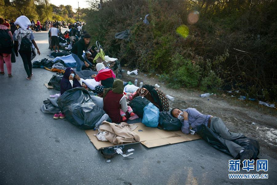 (國際)(2)希臘最大難民營發生火災 數千人逃離