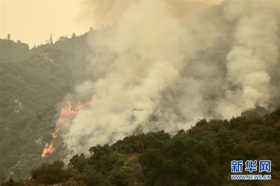 (国际)(1)美国加州山火持续燃烧