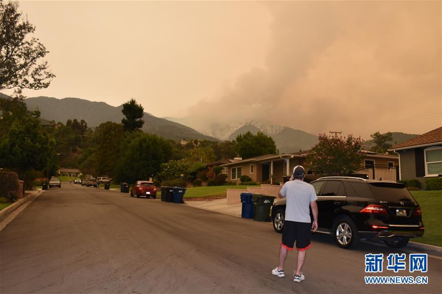 (国际)(3)美国加州山火持续燃烧