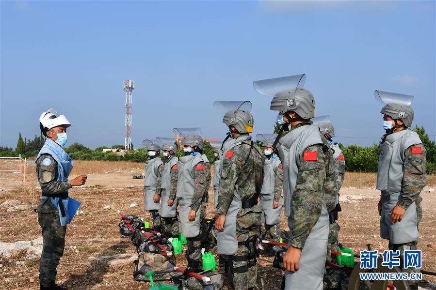中国赴黎巴嫩维和官兵通过两种扫雷资质认证