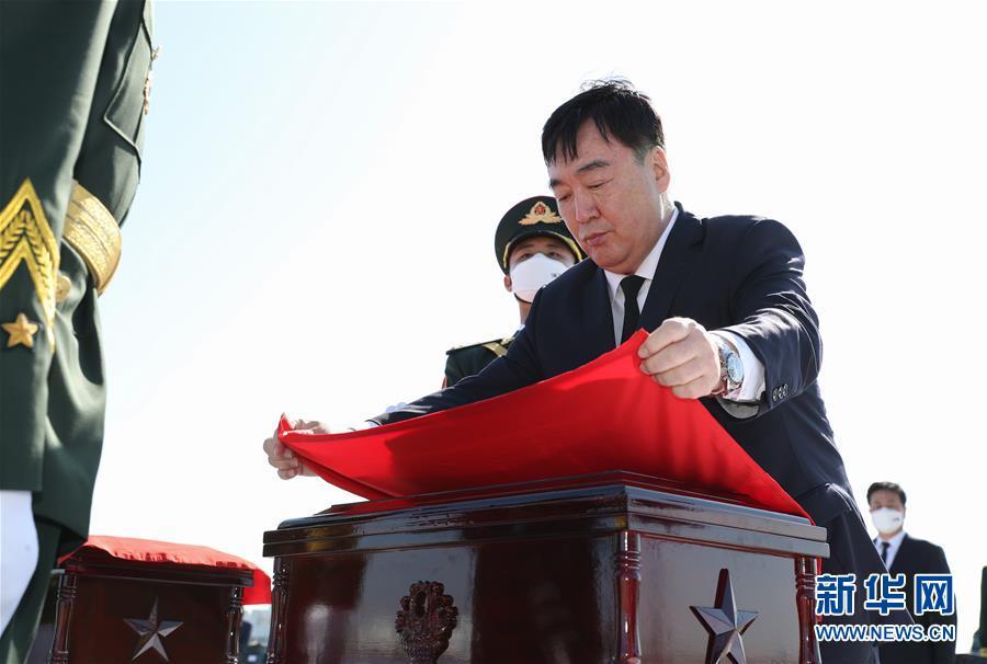 (XHDW)第七批在韓中國人民志愿軍烈士遺骸交接儀式在韓國舉行