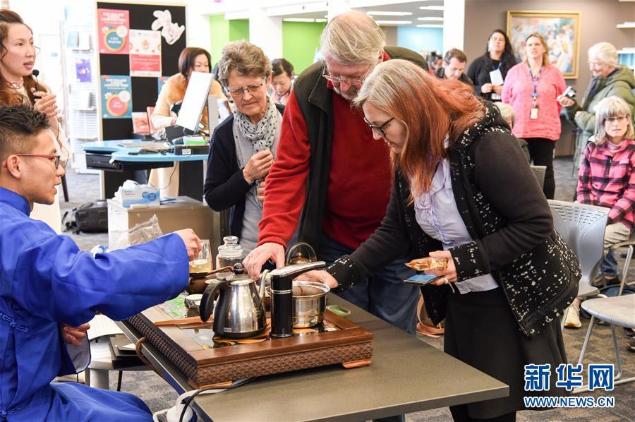 (國際)(1)在新西蘭圖書館裏品味中秋文化