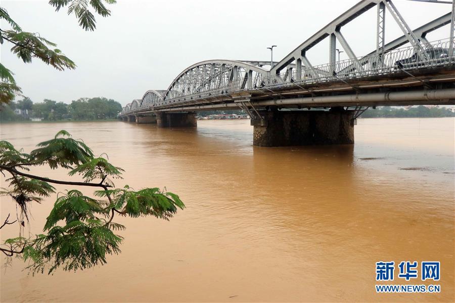 (國際)(1)越南中部等地暴雨災害已致105人死亡