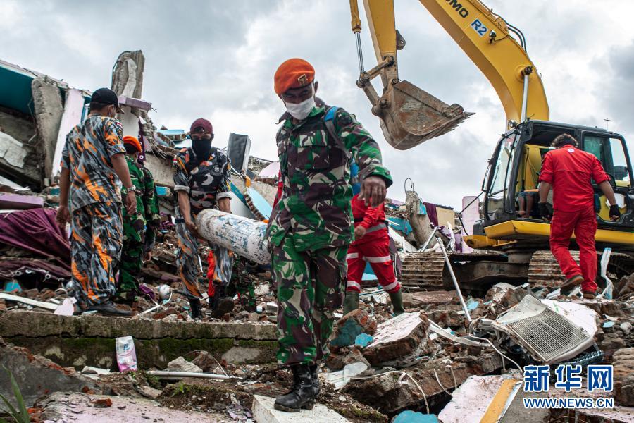 印尼地震死亡人数升至56人 救援工作紧张展开