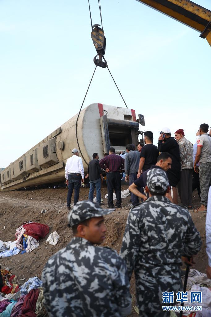 埃及列车脱轨事故造成至少11人死亡、98人受伤