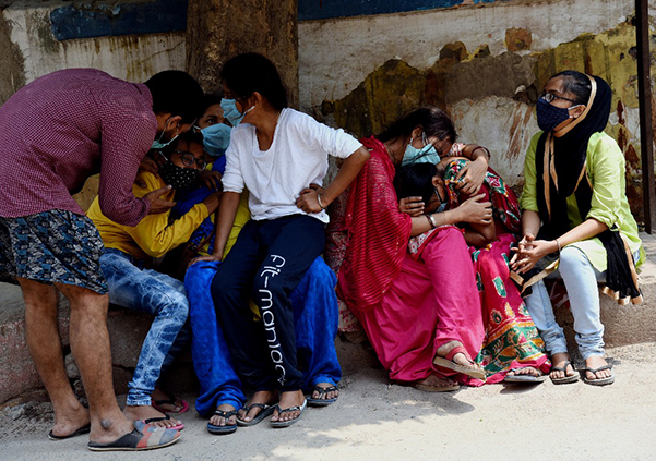 """印度更多地方政府""""封城""""控疫情"""