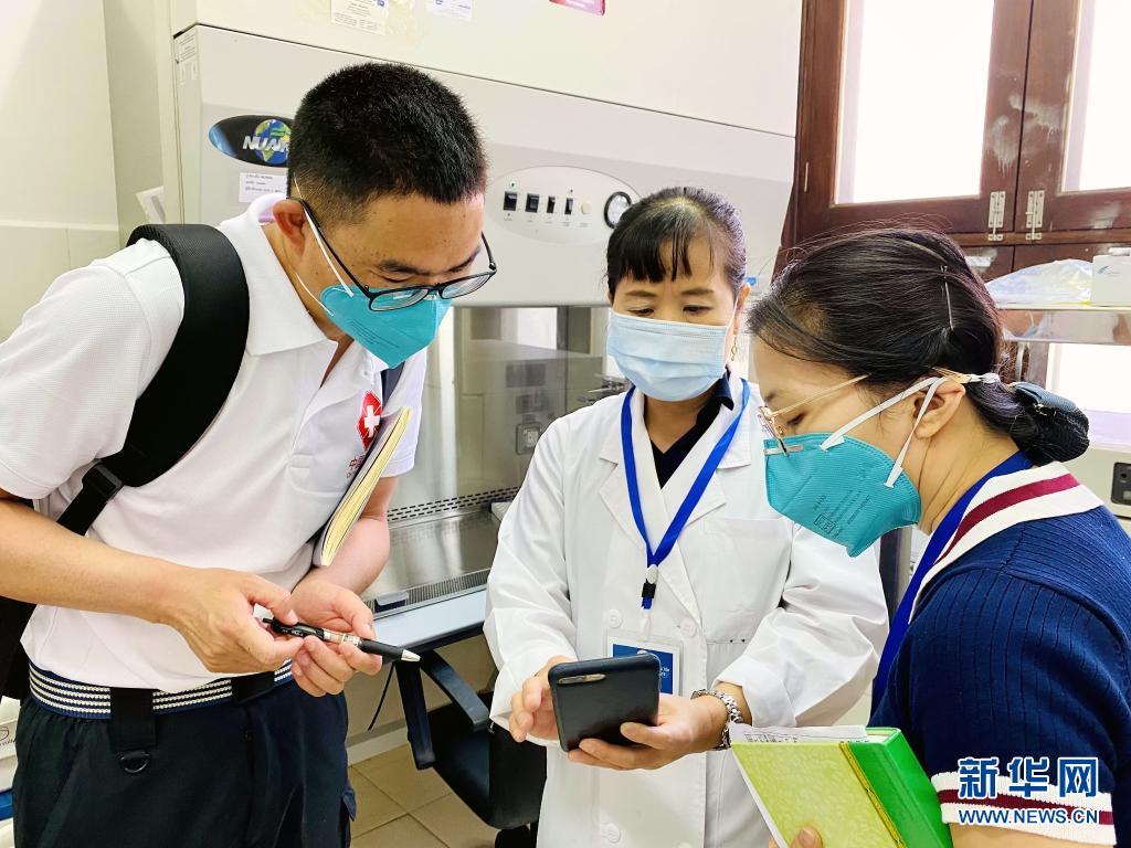 中国抗疫专家组在老挝北部指导疫情防控赢赞誉