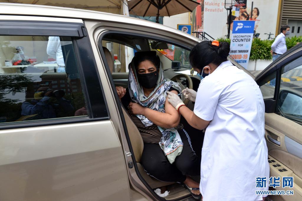 数据:印度日增新冠确诊病例数降至30万例以下