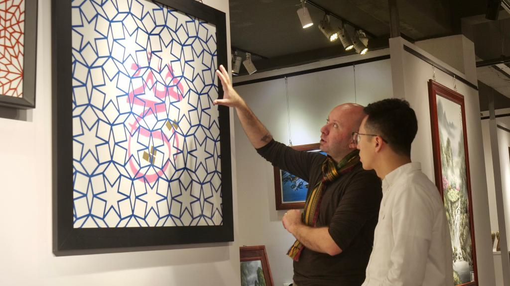 """全球连线 历史与现代、融合与创新:一位土耳其艺术家眼中的""""瓷都""""魅力与机遇"""