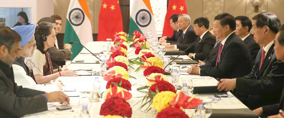 習近平會見印度國大黨主席索尼婭·甘地和前總理辛格
