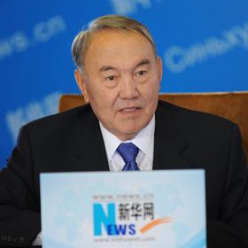 哈薩克斯坦總統通過新華網與網民交流