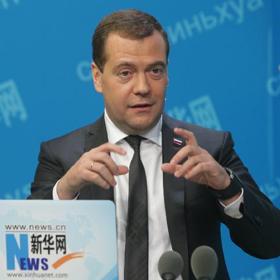 俄總理通過新華網與網民在線交流