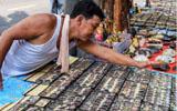 泰國曼谷街頭的護身符市場