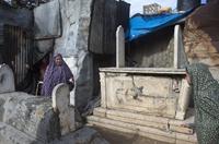 墓地裏生活的巴勒斯坦人