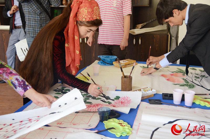 走進塔吉克斯坦:現在流行學漢語