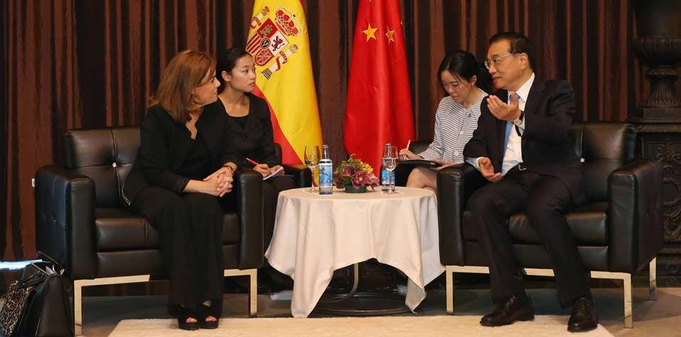 李克強會見西班牙副首相德聖瑪麗亞